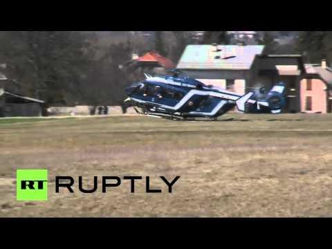 La poursuite de l'opération de secours de l'avion de Germanwings en France