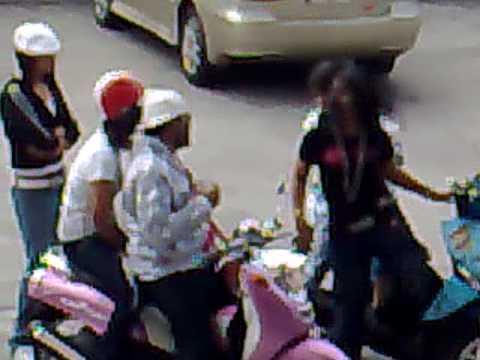 Pattaya PJ .. lady fighting out side yansabai disco