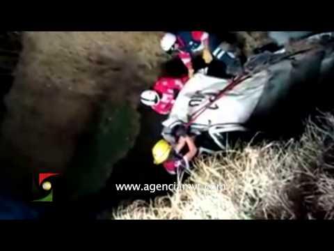 Rescate del único sobreviviente de un accidente donde murieron 4 personas en Toluca
