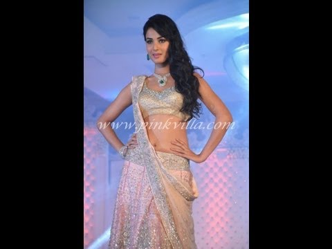 Sonal Chauhan navel show, Vidya Malwade & Hindi TV Serial Actresses walk the ramp for Neeta Lulla