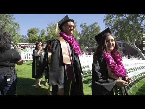 【悲報】ラブライバー、アメリカの大学卒業式でやらかしてしまう
