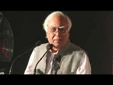 Kapil Sibal recites 'shayari' at Mushaira Jashn-e-Bahar