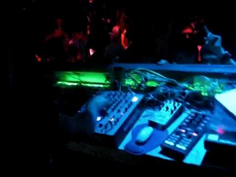 DJ PATT @ BOTANIC DISCO TUDELA 06-03-2010 HTC M80.MOV