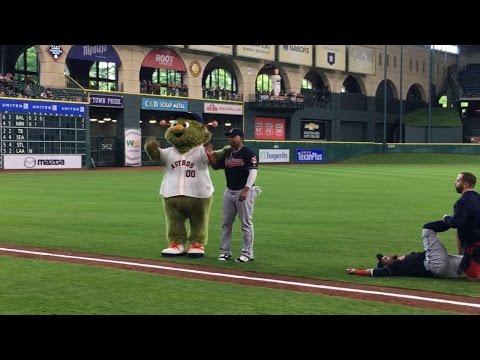 Astros mascot Orbit and Byrd take turns umpiring