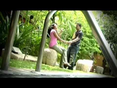 New Sinhala Song Dampata Handawe.wmv video