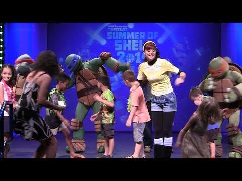 Teenage Mutant Ninja Turtles dance show with April O'Neil at Nick Hotel