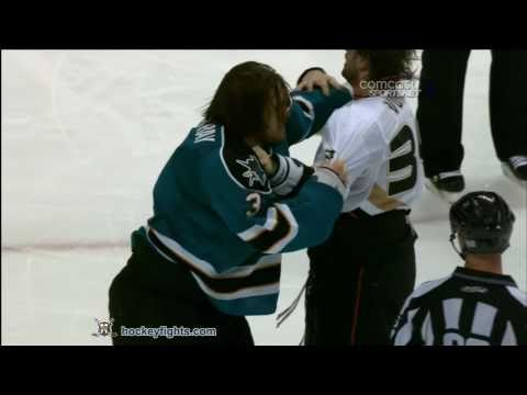 Aaron Voros vs Douglas Murray Oct 30, 2010