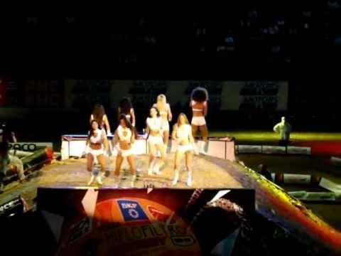 Supercrosse - Pom Pom Girls - Run The World (girls) - Beyonce -  Paris Bercy - 30 10 11 video