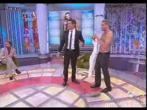 DEC-Cantizano desnuda al gay más guapo de Europa