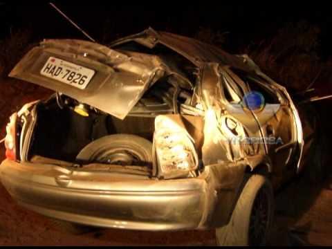 Carro capota na MGC-455 e deixa três feridos, dois graves