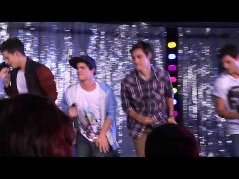 Violetta Federico i chłopaki śpiewają ¨Luz Cámara Acción¨ odc.65 s.2