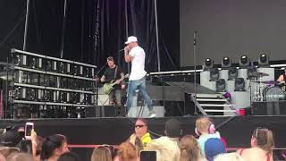 Download Lagu There Goes My Everything - Kane Brown (Live Atlantic City) Gratis STAFABAND