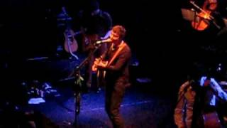 "Pete Doherty bataclan 2009 ""NEW love grows on trees"" HQ"