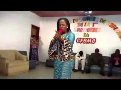 La Chantre Constance Aman à l'Eglise Grâce et merveilles de Yopougon
