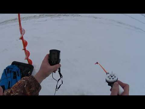 рыбалка на озере с эхолотом