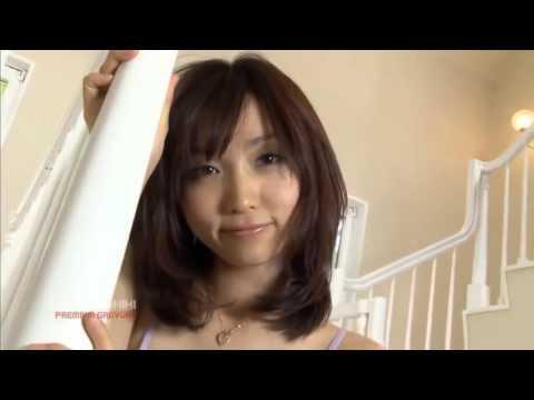 【吉木りさグラビア動画】吉木りさ-階段でエロ可愛い下着でポーズ画像