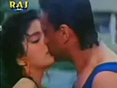Unseen Sonam Hot Kissing In A Swimsuit video