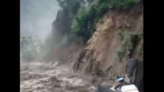 Govindghat Live Video Uttarakhand Flood June 2013   Rescue Efforts Hampered By Bad Weather