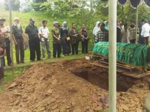 Pemakaman Almarhumah Ibu A'an ( Kepala Sekolah SMP Purnama - Jakarta )
