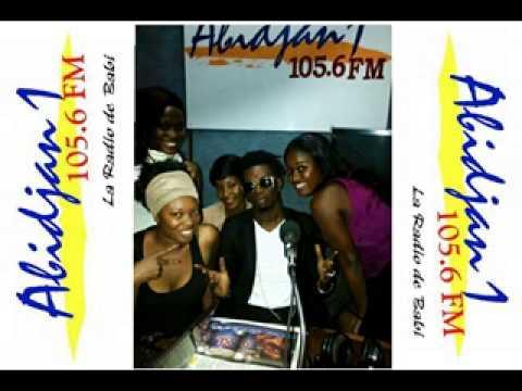 Rodney Moketonga face à 4 présentatrice Emission Abidjan weekend sur la Radio Abidjan1- 105.6 FM