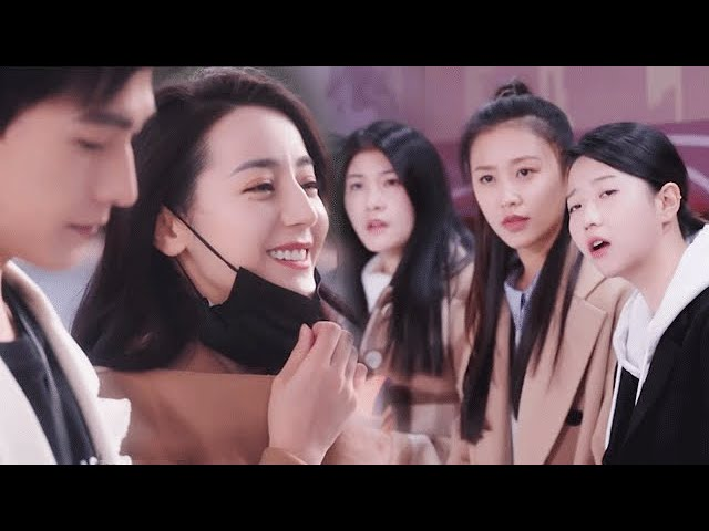 He shows off his girlfriend to his colleagues, she is so beautiful to carry all #Dilraba/YangYang