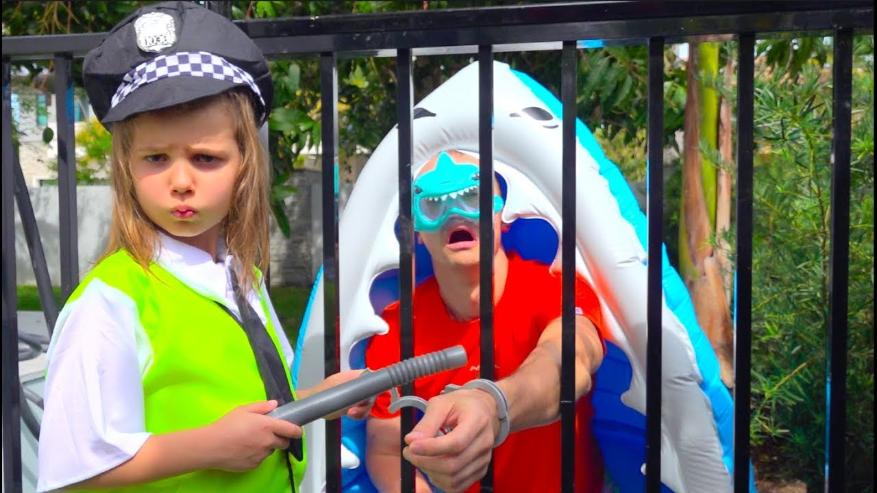 Max and Katy Pretend Play Police
