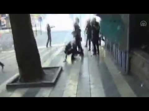 Taksimde polisleri linç girişimi