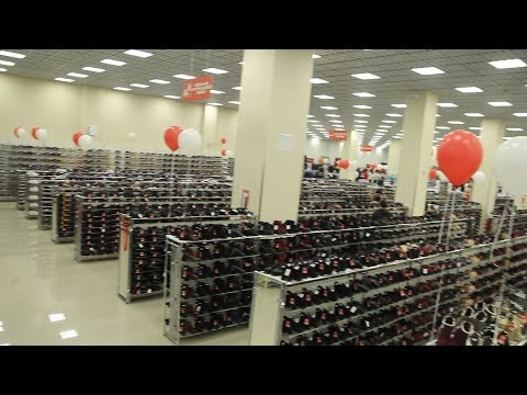 В Краснодаре открылся гигантский магазин одежды и обуви