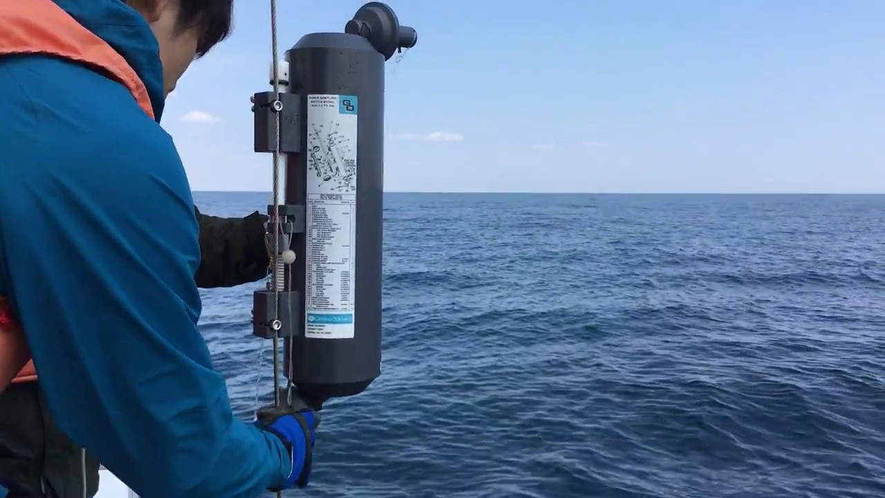 Sea water sampling for phytoplankton analysis using a NISKIN bottle (cast  from R/TV Tachibana)