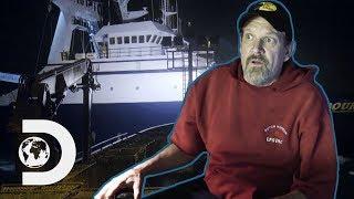 Captain Monte Narrowly Avoids Colliding With 15 Tonne Ship | Deadliest Catch