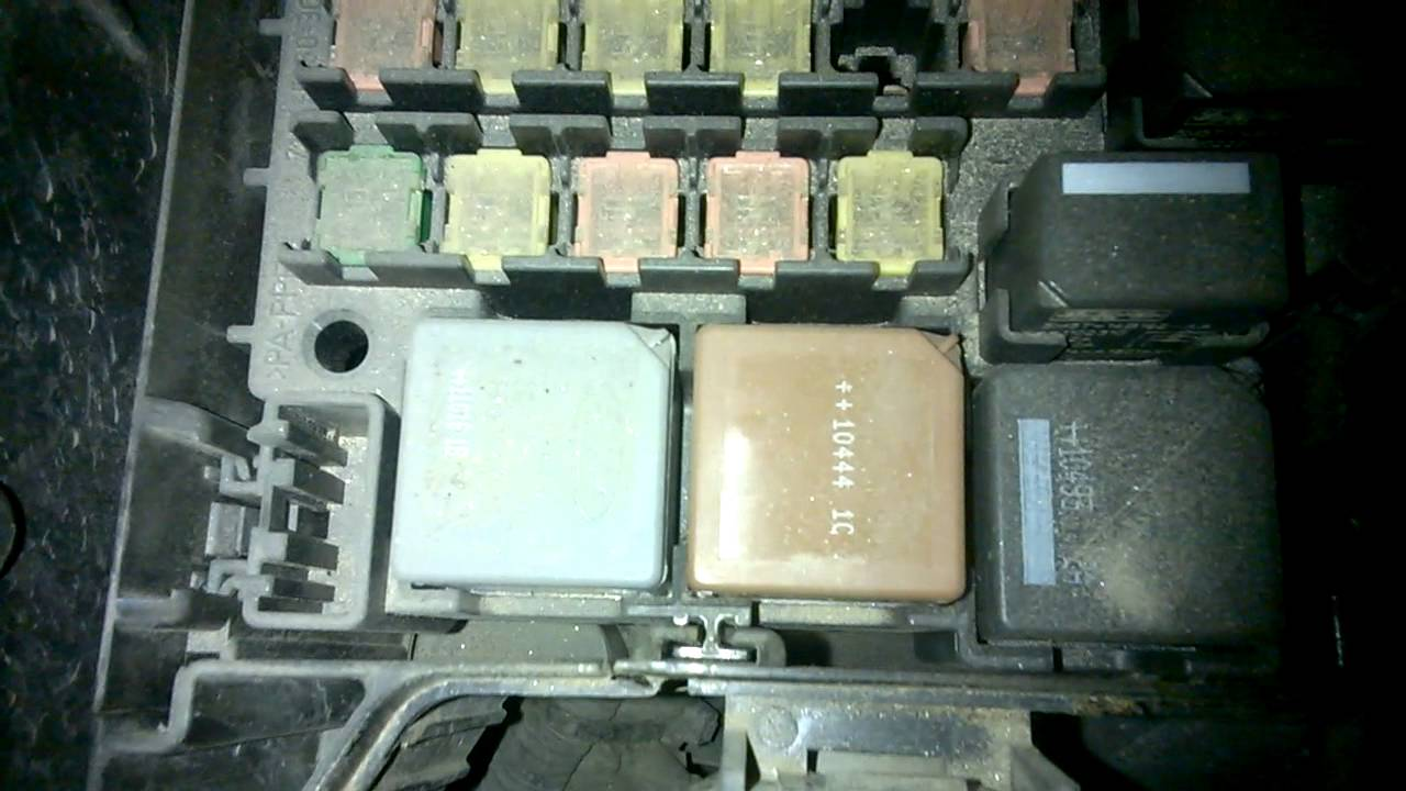 Ford Fiesta 51 Plate Fuse Box : Ford fiesta fuse box wiring diagram images