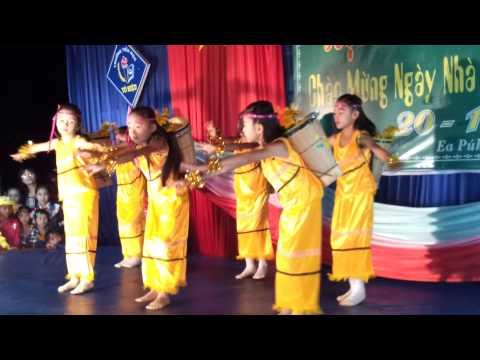 van nghe 20/11 truong TH To Hieu Krong Nang-Dak Lak