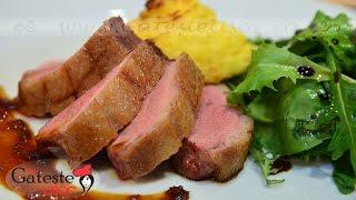 Reteta de Piept de Rata in Sos de Portocale cu Cartofi Duchesse si mix de Salata Verde
