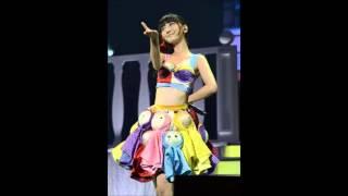 AKB48 の柏木由紀ちゃんがラジオ番組でソロライブのセットリストについて話をしているシーンです。 ライブの選曲について新しい考えて方を教え...