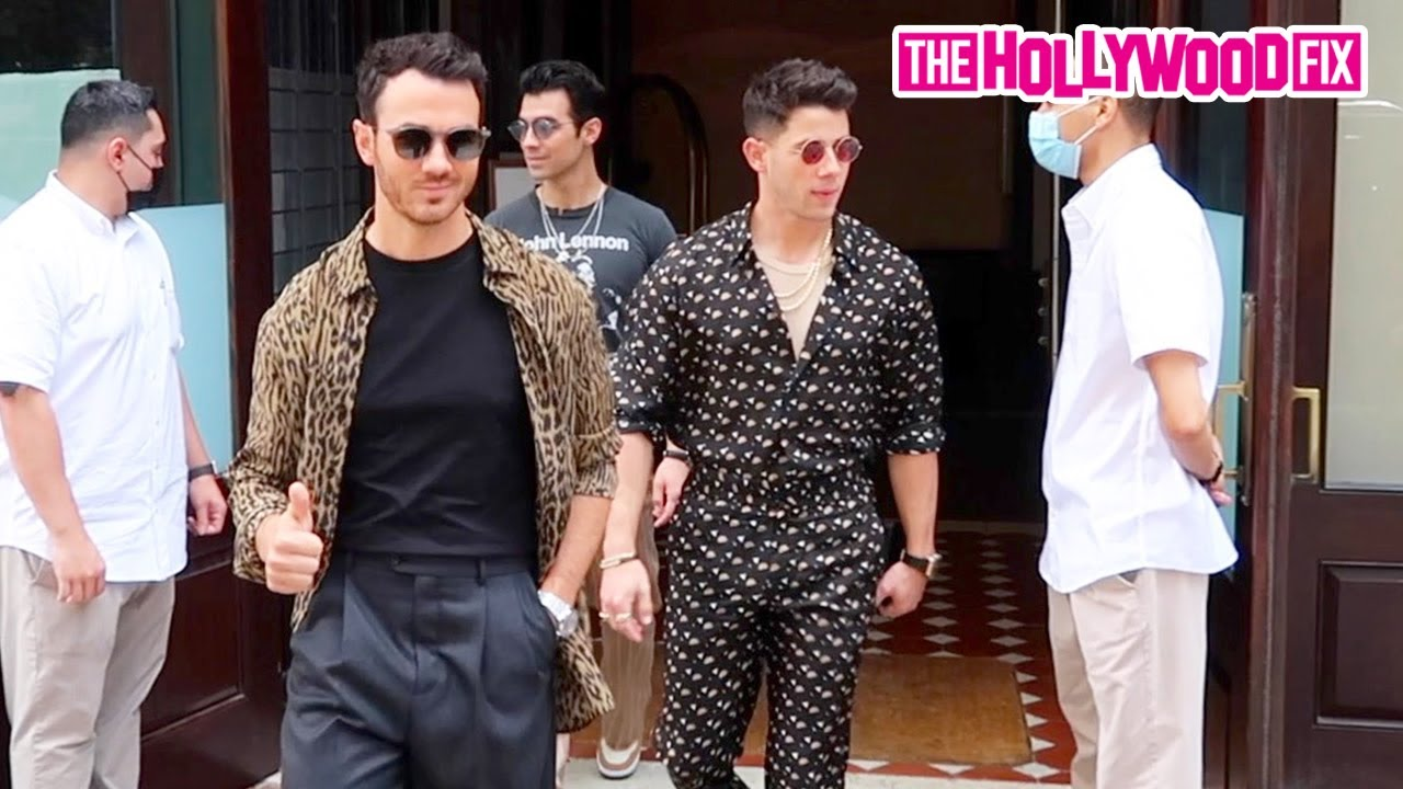 The Jonas Brothers Make A Swagged Out Exit In Style From The Greenwich Hotel In New York City