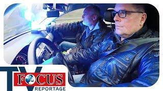 Regenschlacht auf der A43! Raserjagd bei Starkregen - Focus TV Reportage