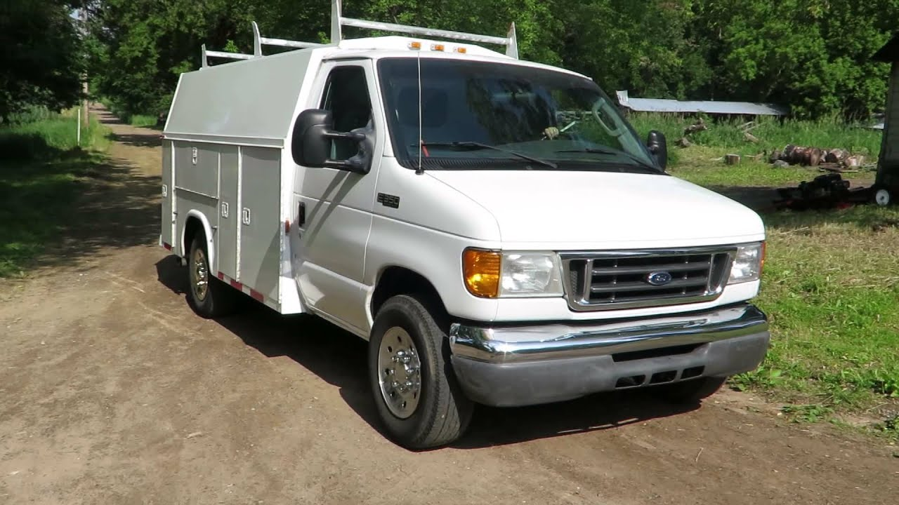 Lot 25 2004 Ford E 350 Super Duty Van