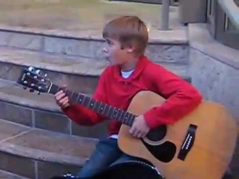 Justin Bieber cantando en las gradas - YouTube