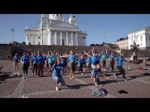UNICEFin Feissareiden Flashmob Senaatintorilla, Helsingissä 12.7.2013