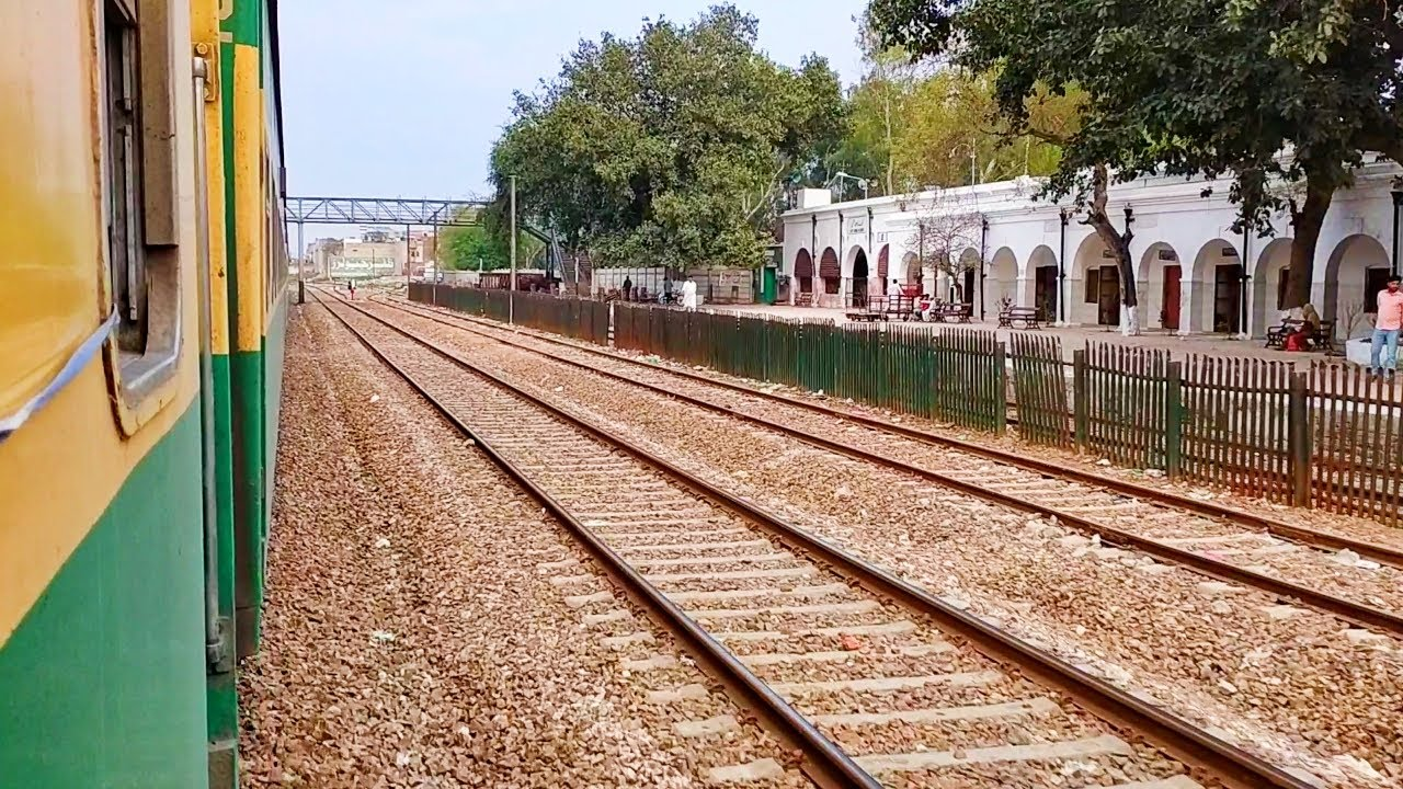 Pakistan Railways:5up Green Line crossing Kot Radha Kishan