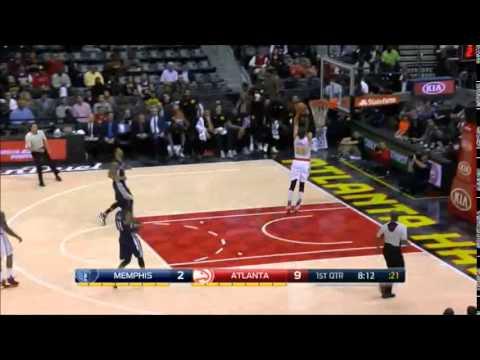 Kyle Korver dunks in preseason game