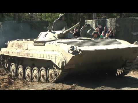 Panssarimuseo / Finnish Armour Museum - BMP-1 show and car smash