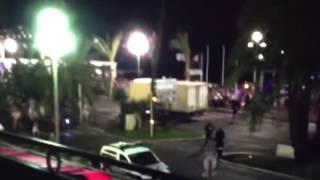 Fransa'da terör saldırısı gerçekleştiren kamyonun saldırı anındaki görüntüleri