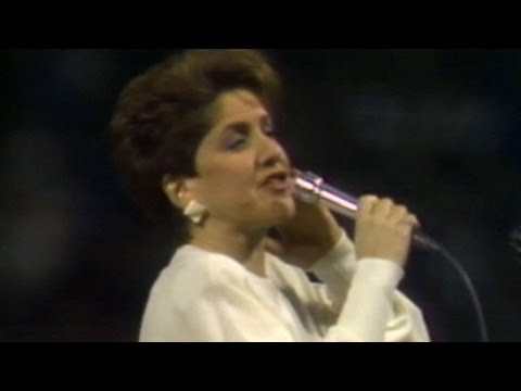 1986 ALCS Gm7: Suzyn Waldman sings national anthem