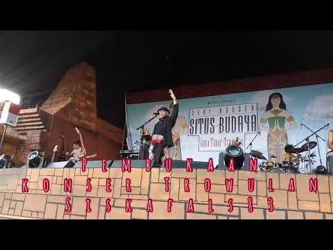 Konser situs Trowulan fals sambut penonton dengan bahasa Jawa timuran live video Full PanggungKita.
