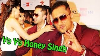 Yo Yo Honey Singh Hug Deepika Padukone @ 4th Big Star Entertainment Awards 2013