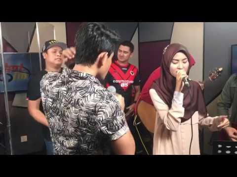 Di sini cinta, di sana rindu - Wany Hasrita dan Khai Bahar full video di Hot FM 😘