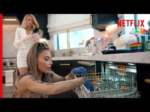 Kim Kardashian West and Paris Hilton Attempt To Use The Dishwasher | Cooking With Paris | Netflix