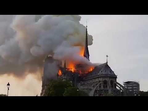 Incêndio Consome Catedral de Notre Dame em Paris