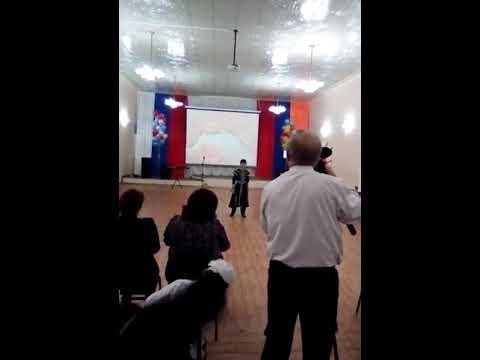 Армянский мальчик  Артур Карапетян в России поёт  о Родине.